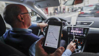 Un coche de Uber, antes de que la empresa retirase sus operaciones la última vez, en enero de 2019.