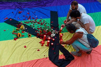 Recuerdo a las víctimas del atentado de un club gay en Orlando en Barcelona (España).