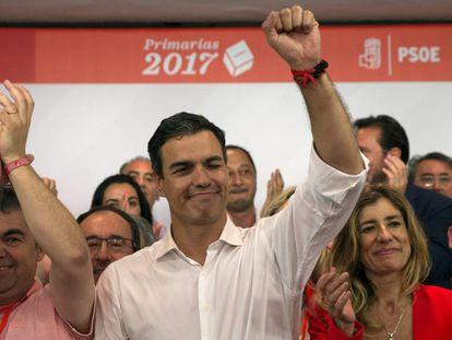 Pedro Sánchez celebra su victoria en las primarias del PSOE.