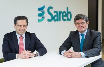 El actual consejero delegado de Sareb, Javier García del Río (izquierda), y Jaime Echegoyen, quien acaba de renunciar como presidente, en una foto difundida por la entidad.