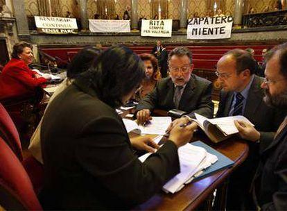 Rita Barberá, Carmen Alborch y Alfonso Grau, entre otros, en el pleno del Ayuntamiento de Valencia.