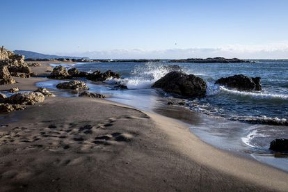 Una de las playas, en Roses, desde la que se podrán ver los molinos del parque Tramuntana.