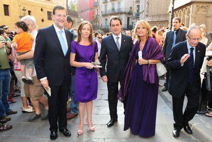 Mariano Rajoy y Artur Mas, con sus esposas, en una boda celebrada en Barcelona el sábado.