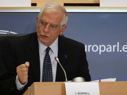 El vicepresidente de la Comisión ganó el apoyo con una intervención en la que se mostró partidario de que la diplomacia comunitaria reaccione de manera más rápida y contundente