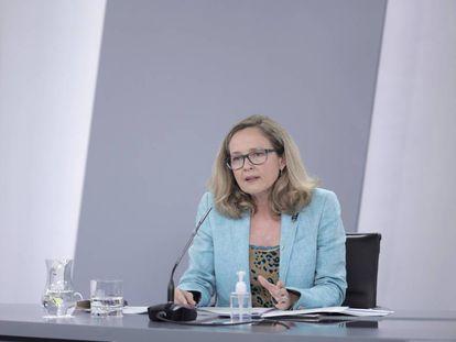 La vicepresidenta primera del Gobierno y ministra de Asuntos Económicos, Nadia Calviño, en el Consejo de Ministros del 27 de julio de 2021, en Madrid.
