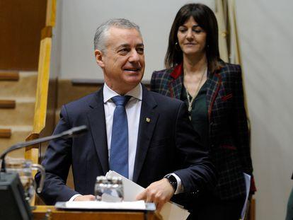 El lehendakari Urkullu y la vicelehendakari socialista Idoia Mendia en un pleno del Parlamento vasco.