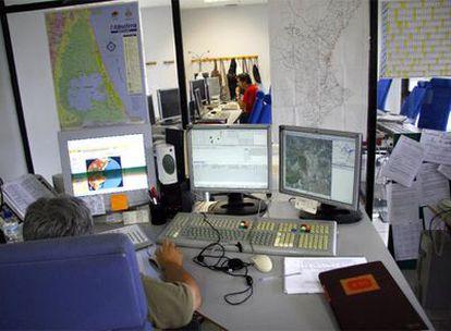 Despachos de un centro de coordinación de emergencias valenciano.