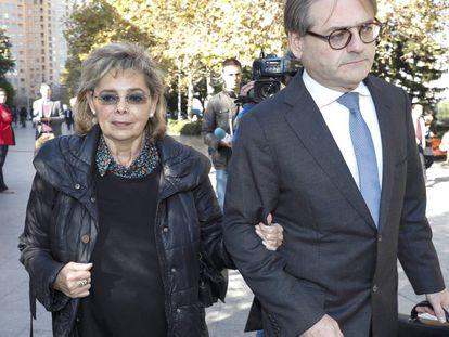 La exconcejal de Valencia María José Alcón llega a declarar al juzgado.