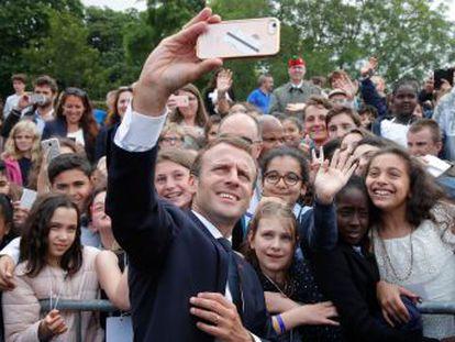 A mí me llamas señor presidente de la República , sentenció el presidente de Francia a un joven durante la ceremonia por el 78º aniversario del inicio de la Resistencia francesa
