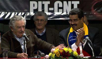 El presidente de Uruguay José Mujica y Maduro, en Montevideo.
