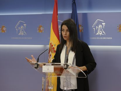 La líder de Cs, Inés Arrimadas, comparece en una rueda de prensa en el Congreso el jueves pasado.