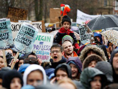 Manifestación de jóvenes contra el cambio climático en Bristol en 2020.