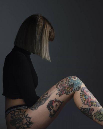 La tatuadora Yaiza Durán tiene decorado todo su cuerpo.
