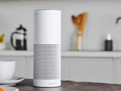 El modelo de altavoz inteligente Amazon Echo Plus.