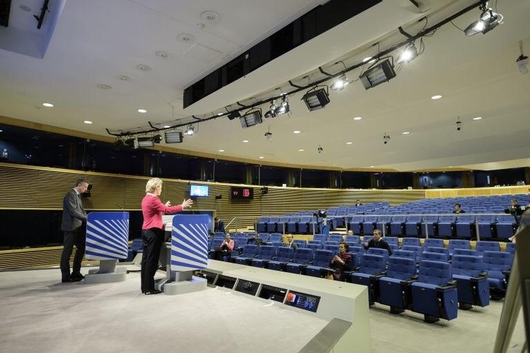 Ursula von der Leyen se dirige a los medios de comunicación, el pasado jueves en la sede la Comisión Europea en Bruselas.