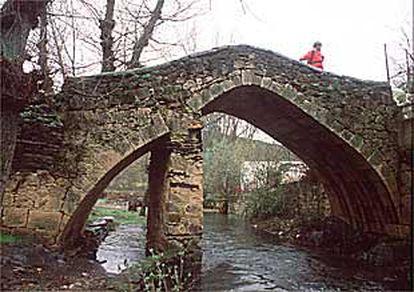 Puente medieval de Tortuero