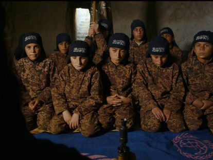 Un fotograma de 'Of Fathers And Sons' sobre el adoctrinamiento yihadista en Siria.