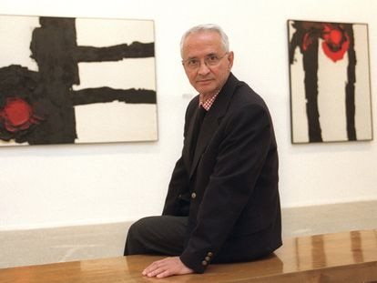 El pintor Luis Feito, en el Museo Reina Sofía de Madrid, en 2002.