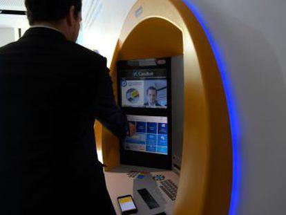 La nueva tecnología, que sustituye al número PIN, ya está disponible en cuatro oficinas en Barcelona