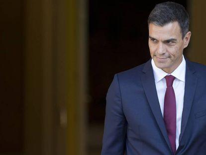 Pedro Sánchez, este miércoles en el Palacio de La Moncloa. En vídeo, el ministro de Fomento, José Luis Ábalos.