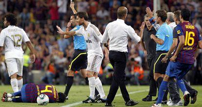Cesc, dolorido en el suelo, tras la dura entrada de Marcelo en el minuto 93.