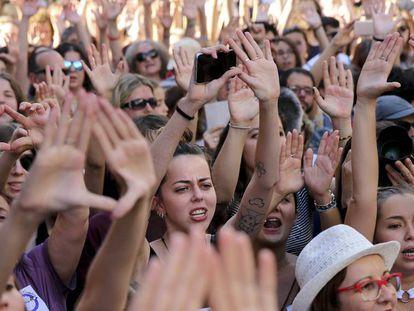DVD 902 (22/06/2018) Manifestaci—n contra la liberaci—n de los miembros de la Manada frente al ministerio de justicia en Madrid.