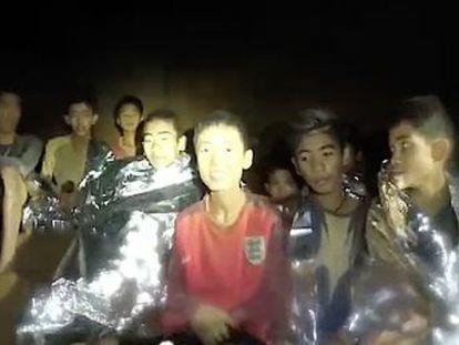 El monitor ha pedido disculpas a los padres en una de las misivas transportadas por los rescatistas