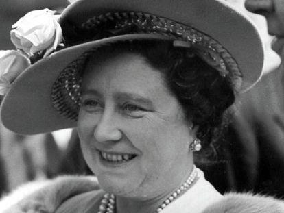 Isabel Bowes Lyon, la Reina Madre de Inglaterra, en Londres, en 1950.