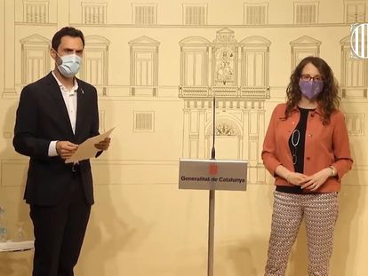 El consejero de Empresa y Trabajo, Roger Torrent, y la consejera de Feminismos e Igualdad, Tània Verge en el Palau de la Generalitat.