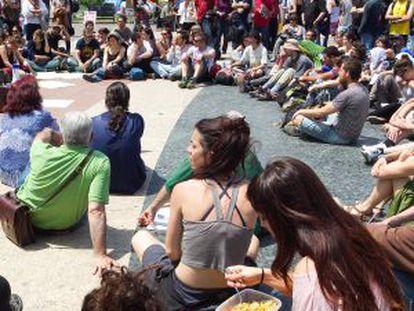 Asamblea de indignados en Barcelona.