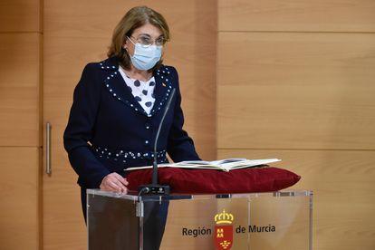 La nueva consejera de Educación y Cultura de Murcia, María Isabel Campuzano, durante la ceremonia de toma de posesión del cargo.