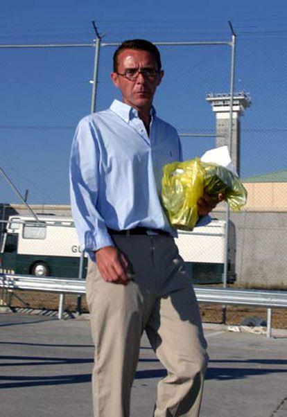 Antonio Camacho, a la salida de prisión, en julio de 2004.