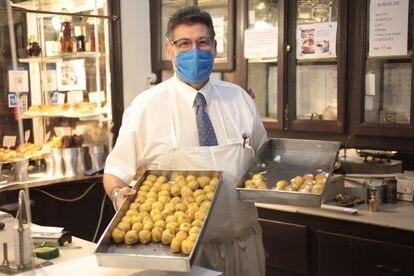 Buñuelos de chocolate y de channtillí en Antigua Pastelería del Pozo