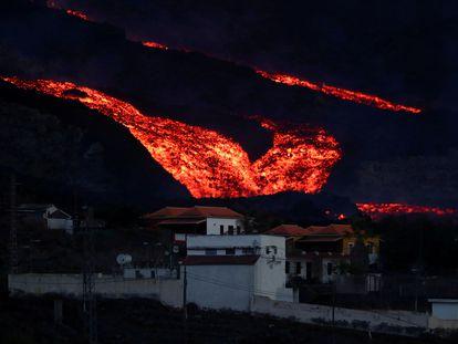 Colada de lava en Los Llanos de Aridane, La Palma, este viernes.
