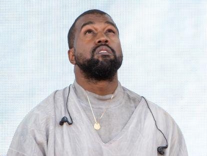 Kanye West durante uno de los oficios religiosos que también realiza en Miami.