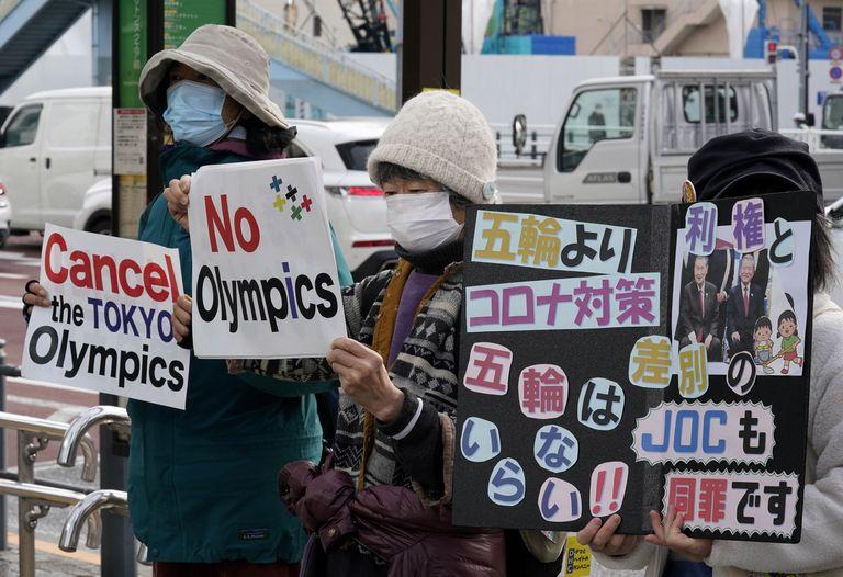 Manifestantes contra los Juegos, el viernes, en Tokio.