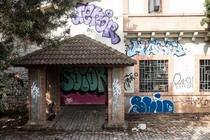 Fachada del restaurante abandonado Pabellón de Ondarreta, en la Casa de Campo.