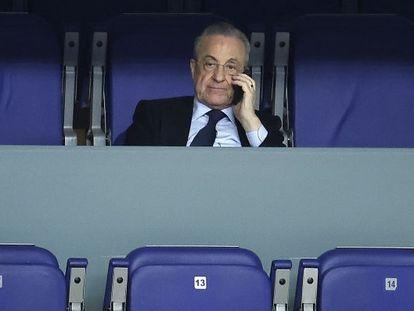 El presidente del Real Madrid, Florentino Pérez, en la grada en un partido de Euroliga entre el Real Madrid y el Zalgiris Kaunas disputado el pasado 25 de febrero en el Wizink Center, en Madrid.