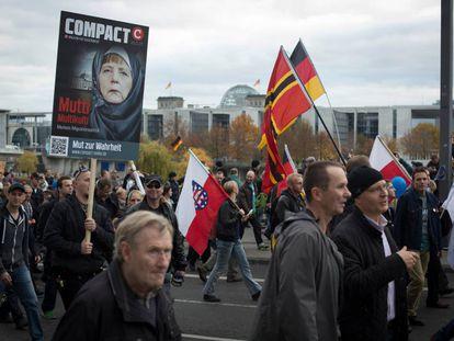 Manifestación en Berlín organizada por el partido de extrema derecha AfD contra la canciller Merkel en 2015.