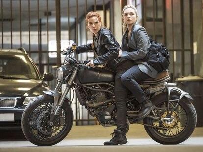 Scarlett Johansson y Florence Pugh, en 'Viuda negra'.