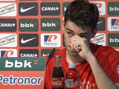 Iraola, durante la rueda de prensa./ Foto: EFE / Vídeo: ATLAS