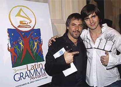 Los artistas Alejandro Lerner (izquierda), de Argentina, y Juanes, de Colombia, después de recibir sus nominaciones para los Grammy latinos.