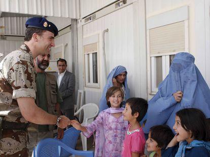 Felipe de Borbón, durante su visita a Herat (Afganistán) en junio de 2008, cuando era Príncipe de Asturias.