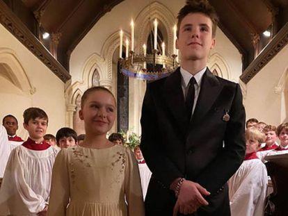 Harper y Cruz Beckhan en la iglesia de Londres en la que fueron bautizados, en una imagen publicada por su madre en Instagram.