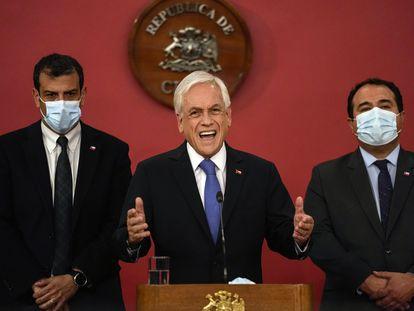 El presidente de Chile, Sebastián Piñera, anuncia el estado de excepción en las regiones de Araucanía y Bío Bío, este 12 de octubre desde el palacio de La Moneda.