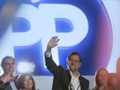 Rajoy tiene complicada su investidura y no suma con Ciudadanos. Sánchez tendría que elegir entre permitir que gobierne el PP o pactar con Podemos y otros un acuerdo que incluye referéndum en Cataluña