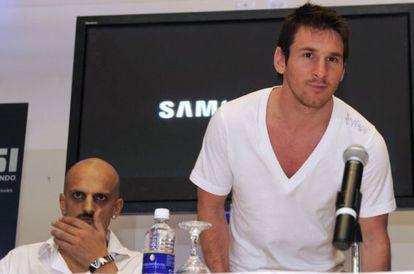 Messi, junto a Guillermo Marín.
