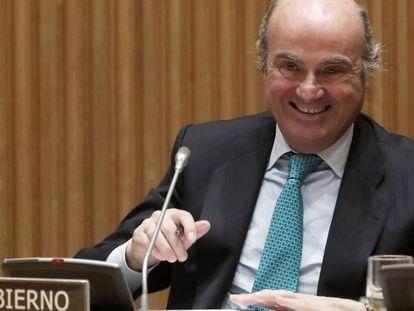 El ministro de Economía, Luis de Guindos, en la comisión parlamentaria sobre la crisis financiera el pasado 16 de enero.
