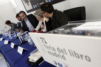 Mesa redonda 'Literatura y Activismo' en la Feria del Libro