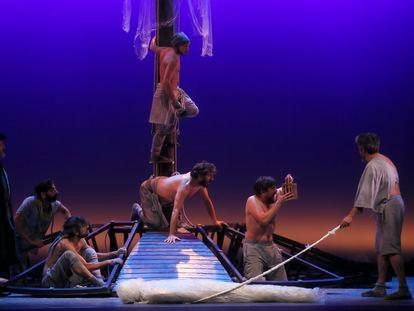 Ensayo de 'La odisea de Magallanes-Elcano', dirigida por Alfonso Zurro, en el Teatro Lope de Vega de Sevilla.